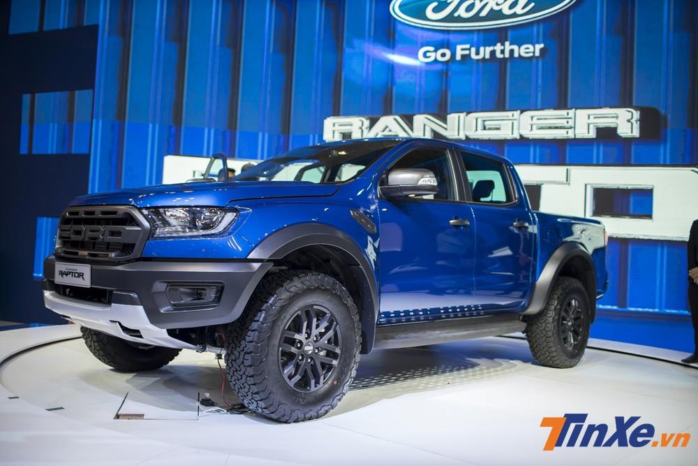 Ford Ranger Raptor về đúng với giá niêm yết là 1,198 tỷ đồng tùy theo màu sắc và nguồn hàng của từng đại lý khác nhau