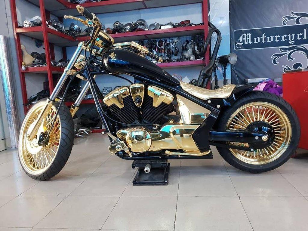 Honda Fury mạ vàng của đại gia Phúc trị giá khoảng 1,5 tỷ đồng