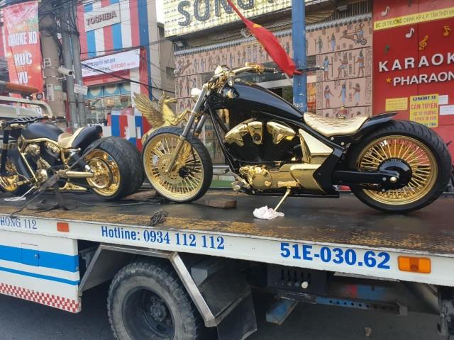 Những chiếc xe được mạ vàng từ nan hoa cho đến ghi đông