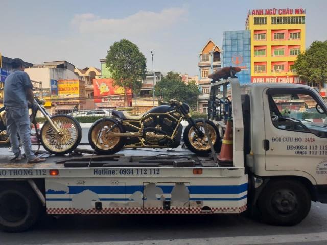 Cặp đôi xe trên đường về với đại gia Sài Gòn
