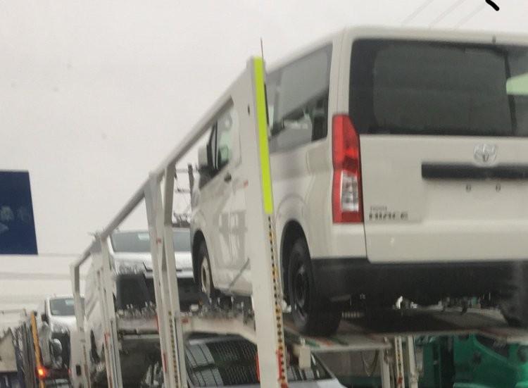 Thiết kế sườn và đuôi xe của Toyota Hiace 2019 vẫn giữ nguyên như thế hệ cũ