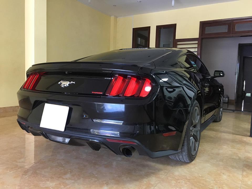 Chiếc Ford Mustang thế hệ thứ 6 tại Huế do thợ Sài thành sửa chữa lại ngoại thất