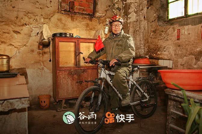 Ông Từ Ngọc Khôn, 73 tuổi, đang là nhân vật được không ít bạn trẻ Trung Quốc ngưỡng mộ