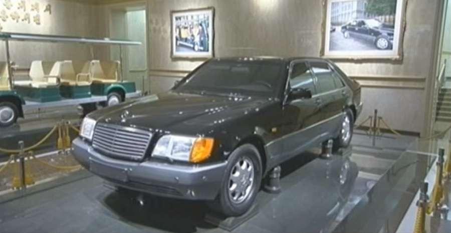 Một chiếc Mercedes-Benz bọc thép của ông Kim Jong Il được trưng bày trong lăng