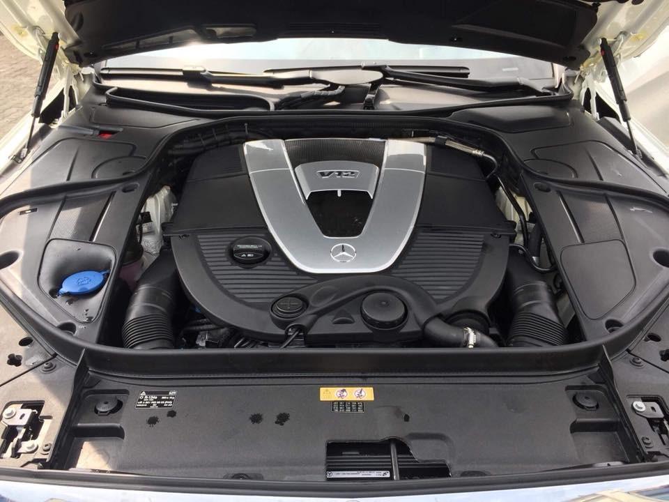 Động cơ V12, dung tích 6.0 lít của Mercedes-Maybach S600 Pullman
