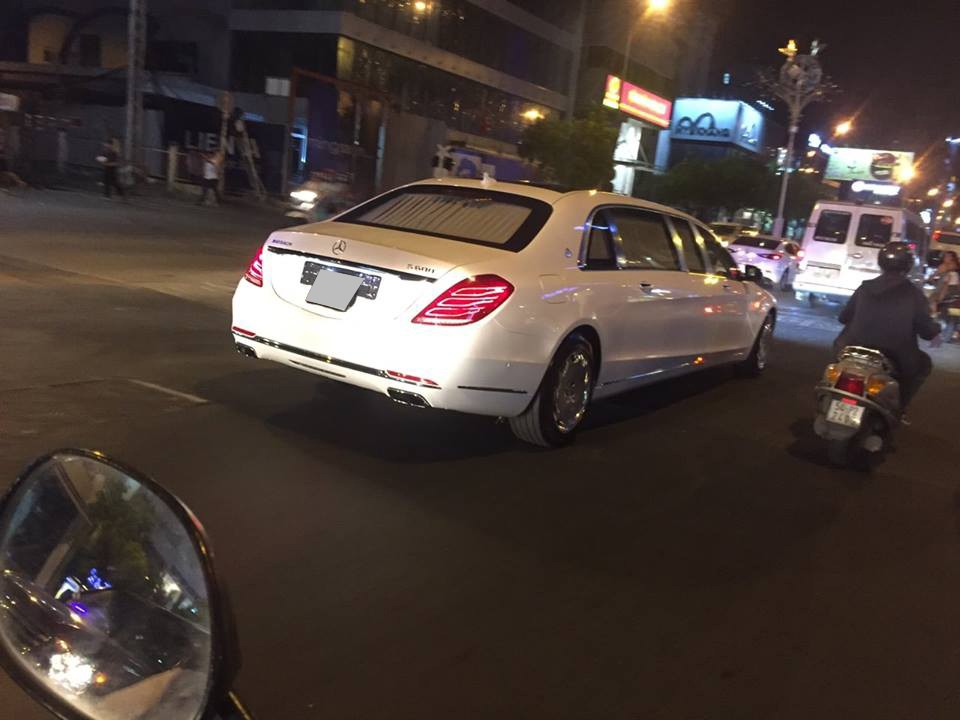 Chiều dài 6,4 m của Mercedes-Maybach S600 Pullman là thách thức không nhỏ cho ai cầm lái mẫu xe này tại Sài thành