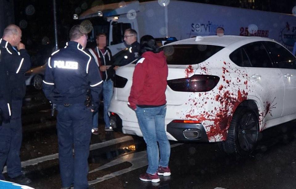 Một chiếc BMW bọc máu bị cảnh sát kiểm tra ở Đức