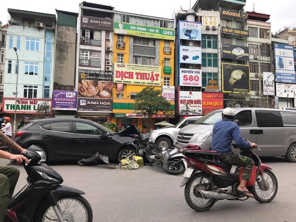Hiện trường vụ tai nạn tại Ngã Tư Sở