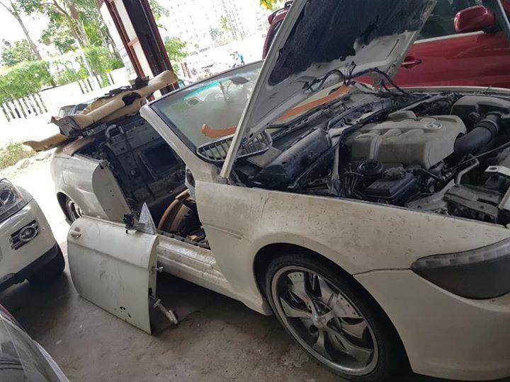 Chiếc BMW 6-Series này bị rớt cửa phía bên phụ