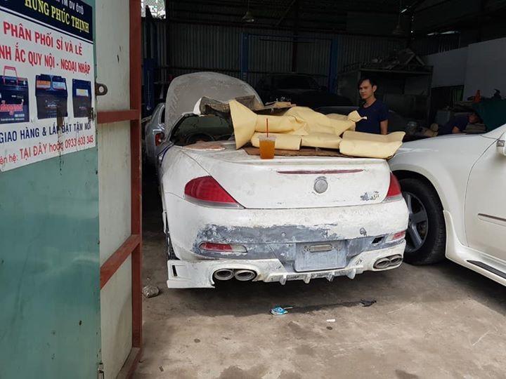 Đuôi xe cũng thiệt hại nhẹ