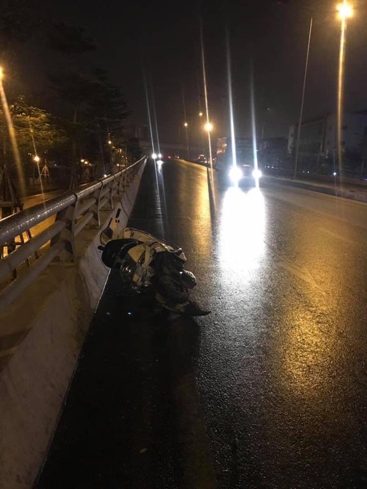 Chiếc xe ga Vespa tại hiện trường vụ tai nạn