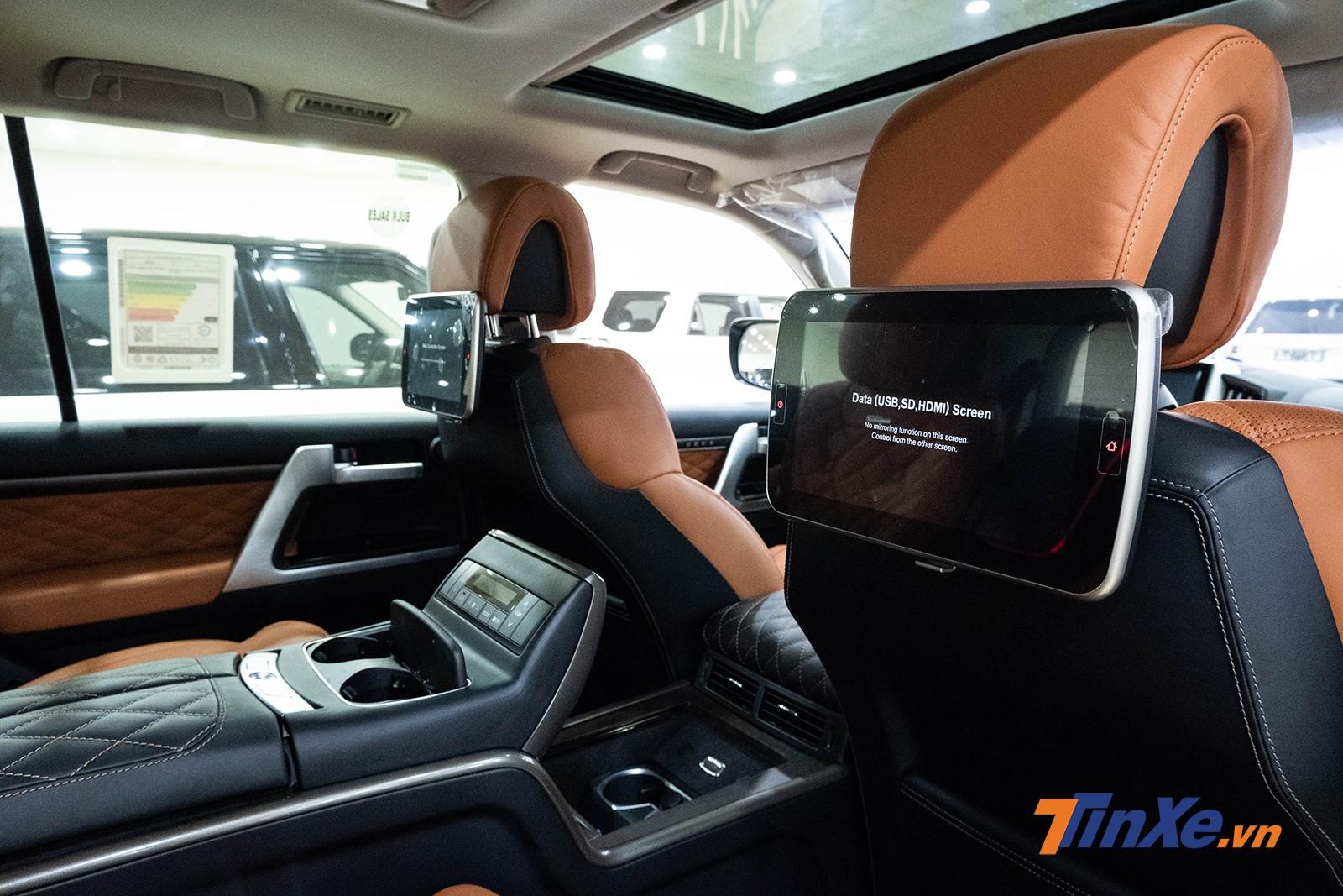 Ngoài ra, MBS còn lắp đặt thêm 2 màn hình LCD 11,6 inch sắc nét phục vụ cho nhu cầu giải trí của hàng ghế thứ 2