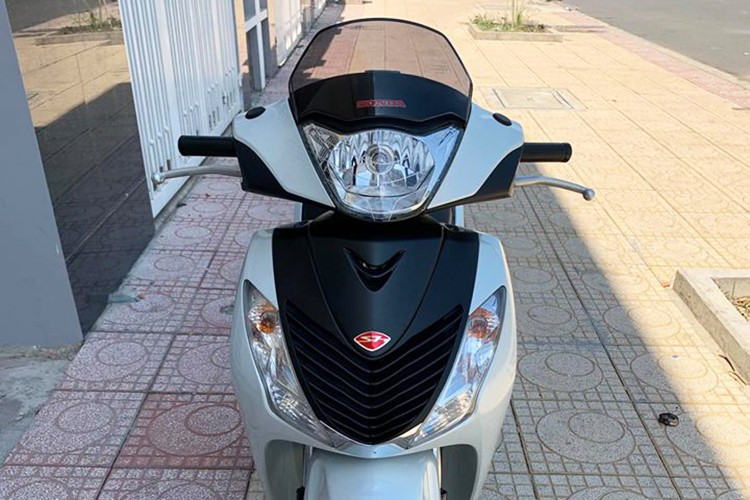 Honda SH 150i nhập Ý với thiết kế mặt nạ ấn tượng
