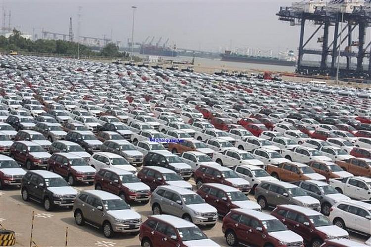 1.501 xe ô tô hoàn thành thủ tục thông quan trong tuần đầu tiên của năm mới Kỷ Hợi 2019