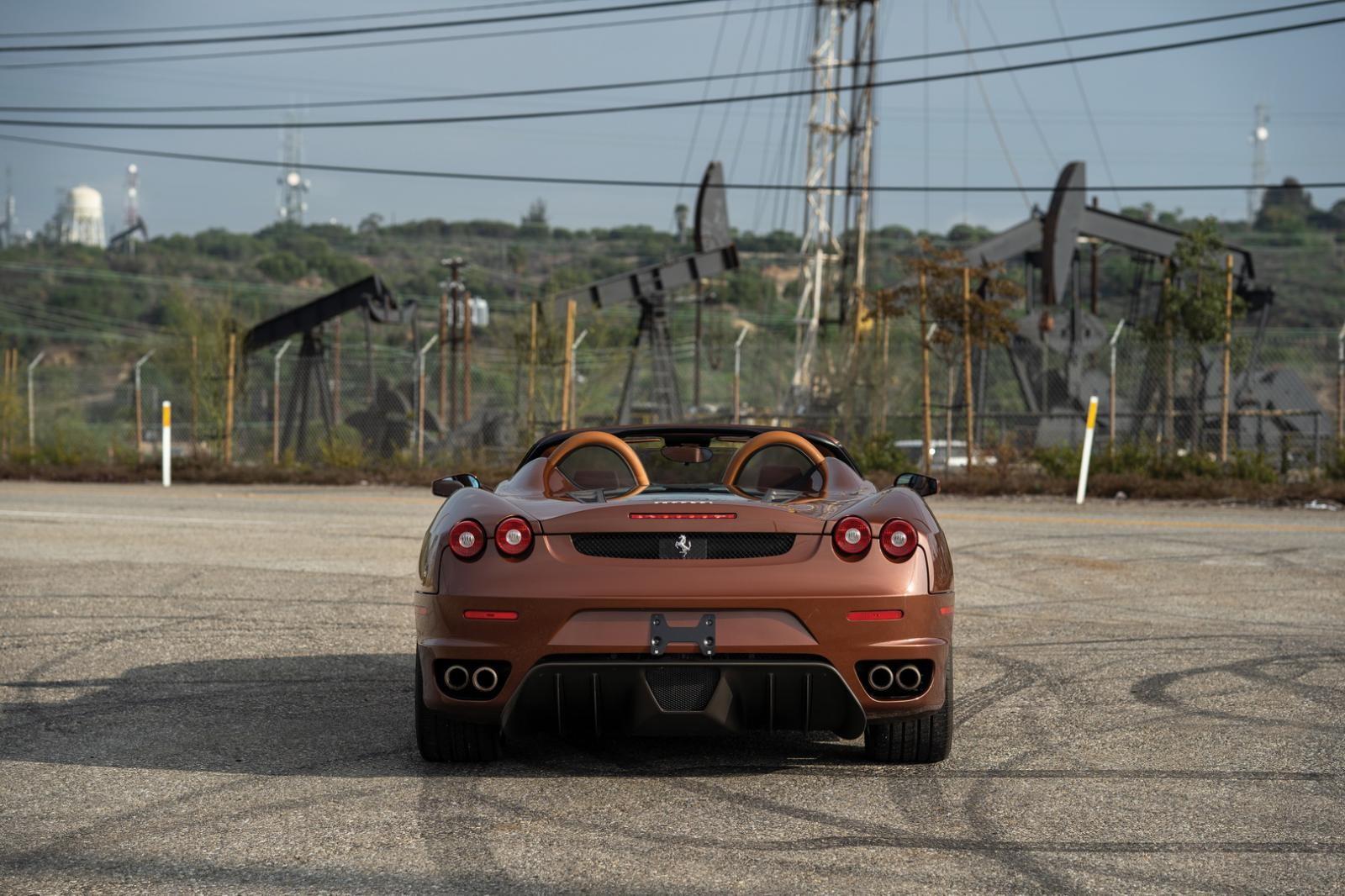 Và khi siêu xe Ferrari F430 Spider này mở mui