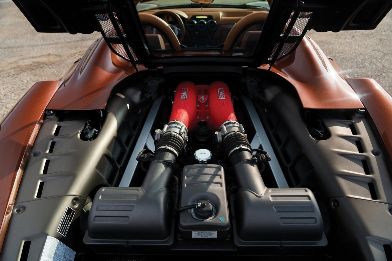 Ferrari F430 Spider được trang bị động cơ V8