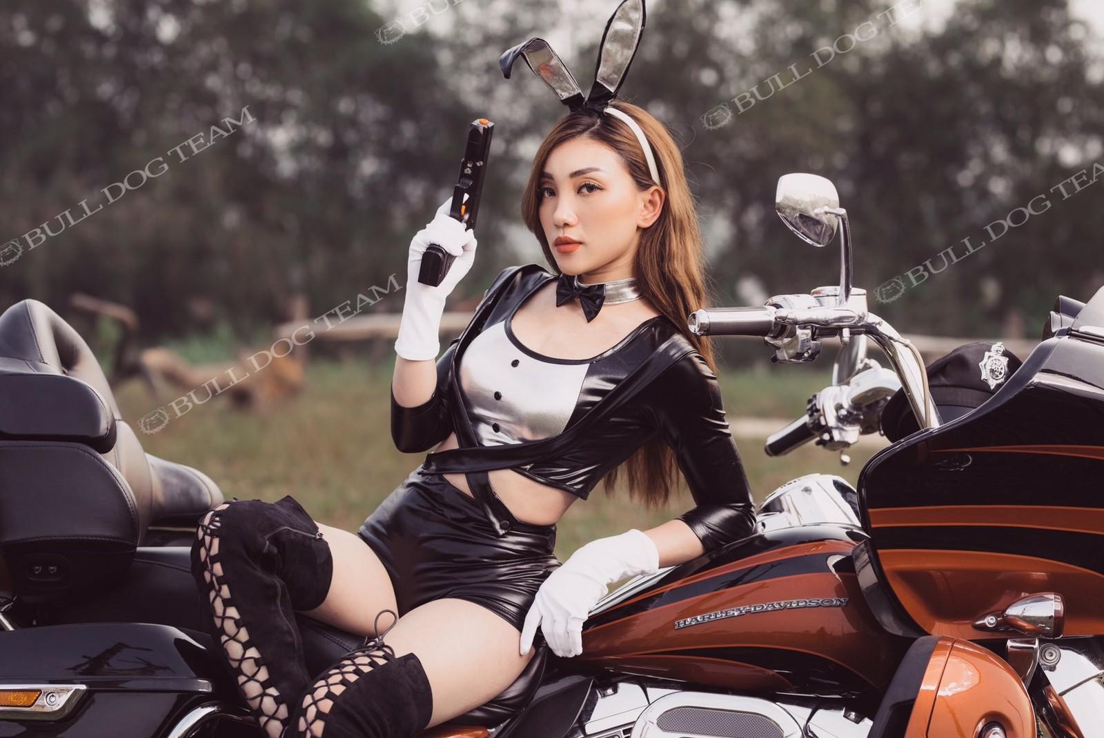 """Nữ chiến binh Thỏ so kè độ nóng bỏng với """"xế nổ"""" Harley-Davidson - 10"""