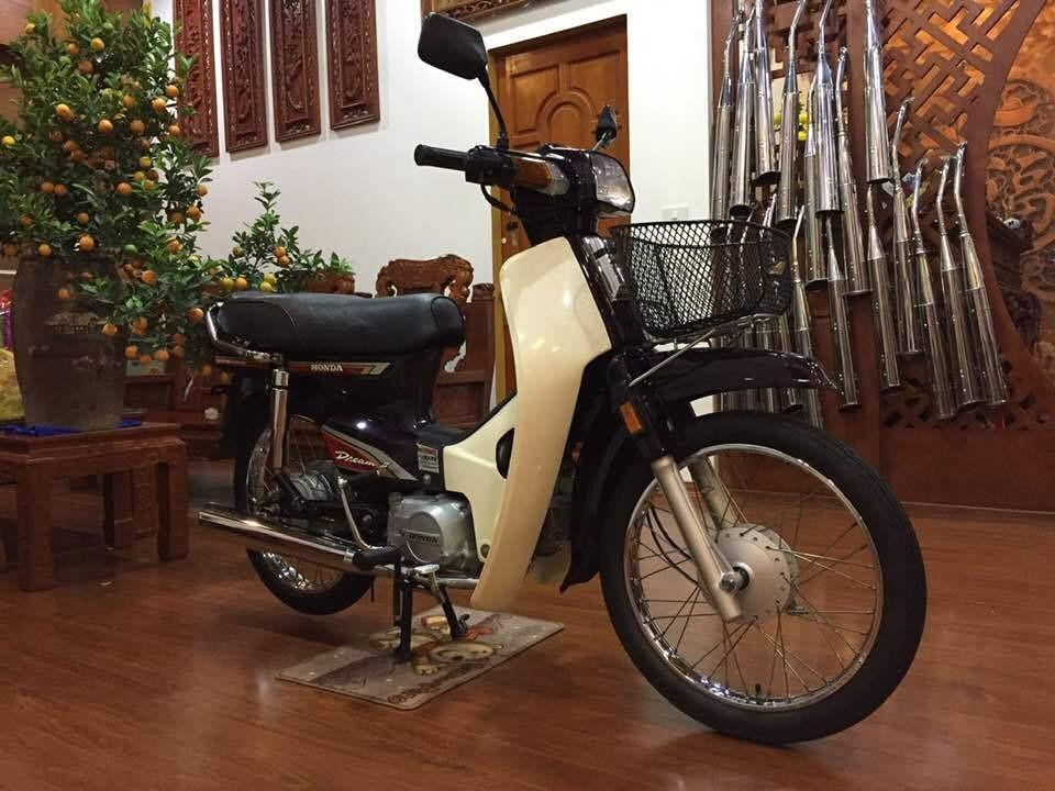 Honda Dream Thái trị giá 300 triệu đồng