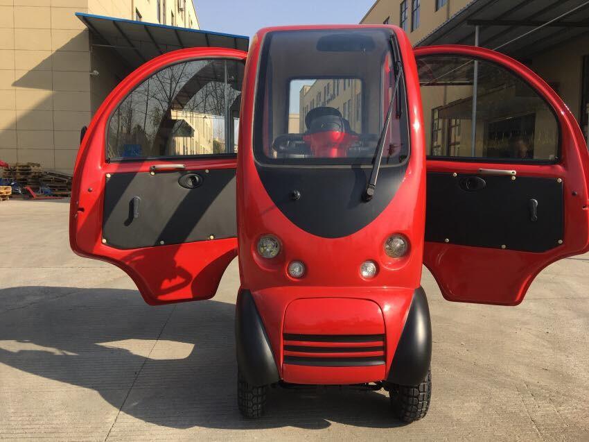 Với 1 chỗ ngồi duy nhất, chiếc ô tô điện mini này khá nhỏ nhắn