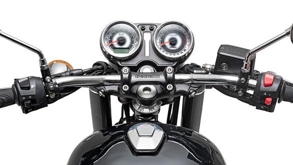 Nhìn vào bảng đồng hồ và ghi đông lái của chiếc xe trông khá giống với những chiếc Triumph Bonneville khi sử dụng đồng hồ đôi dạng Analog kết hợp với màn hình điện tử.