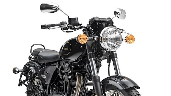 Đầu đèn xe sử dụng toàn bộ là đèn tròn classic, kết hợp với cặp phuộc ống lồng và dè trước kim loại khá đẹp