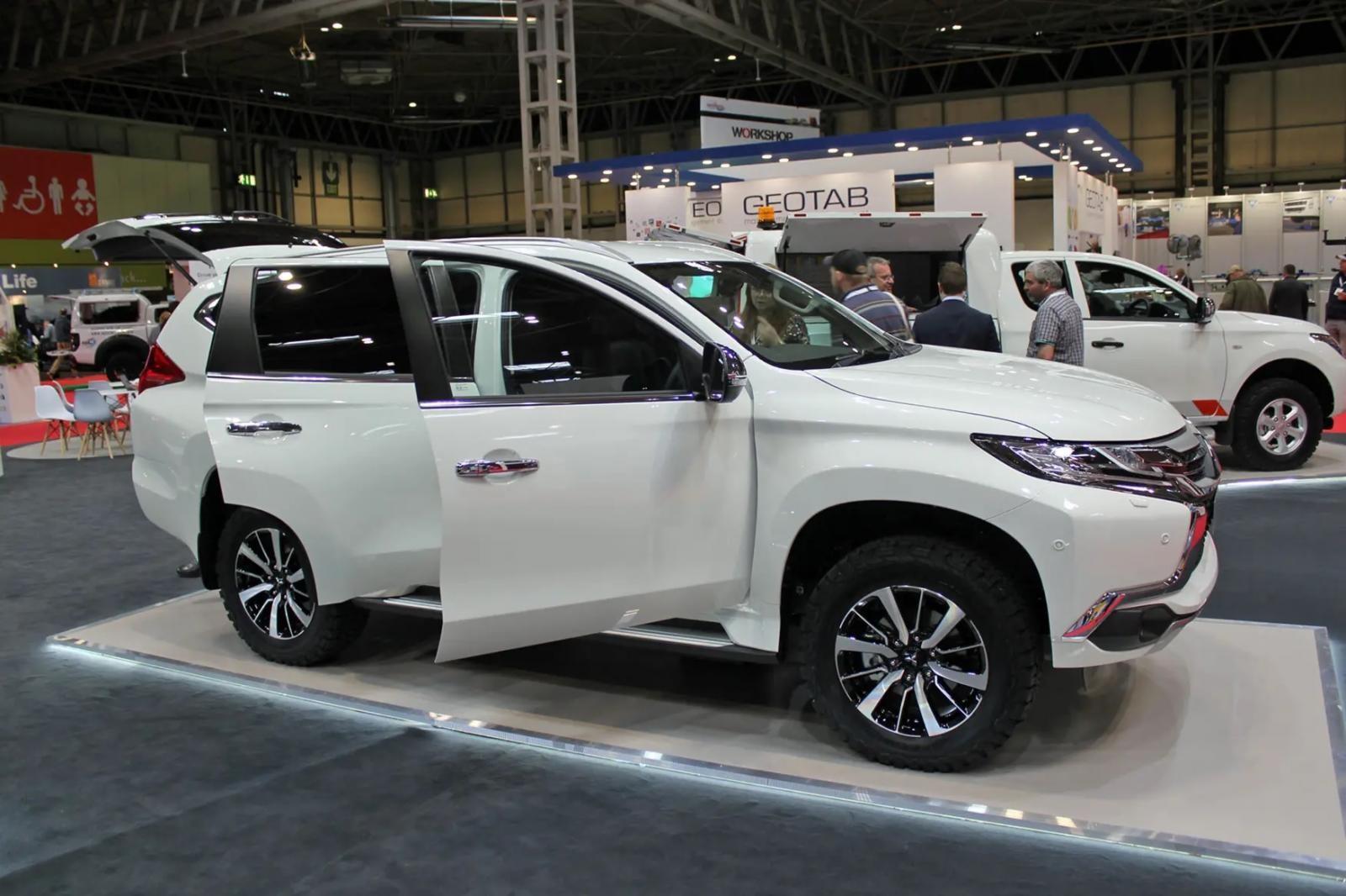 Mitsubishi Pajero Sport Commercial được trang bị động cơ như bản 7 chỗ thông thường