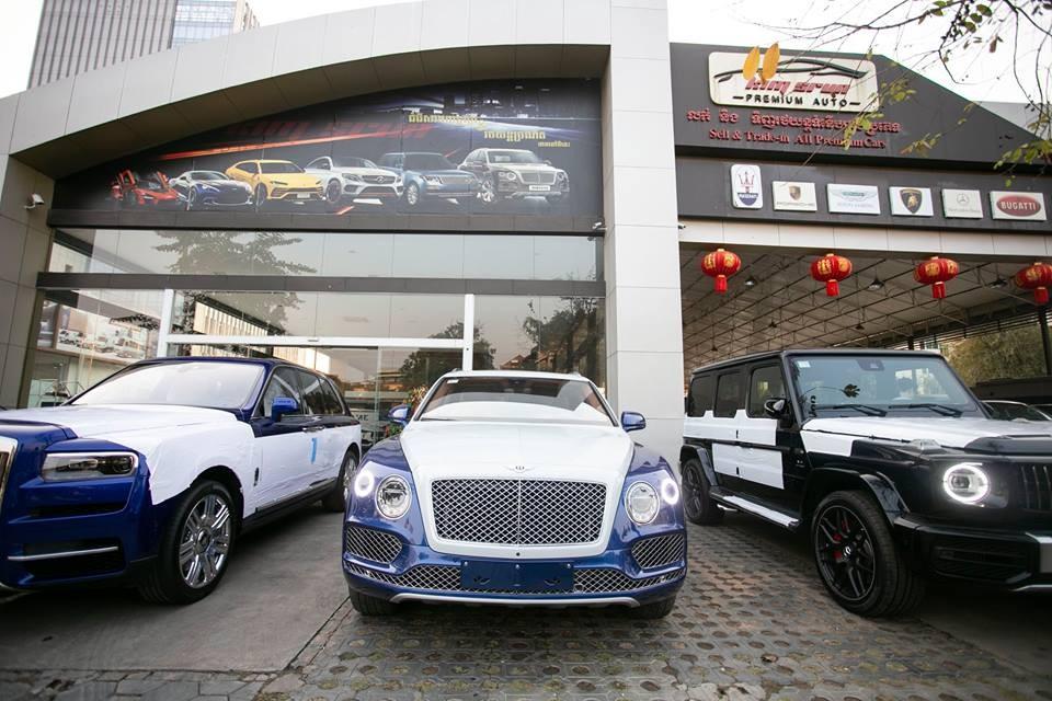 2 đối thủ Bentley Bentayga và Rolls-Royce Cullinan cùng mang tông màu xanh