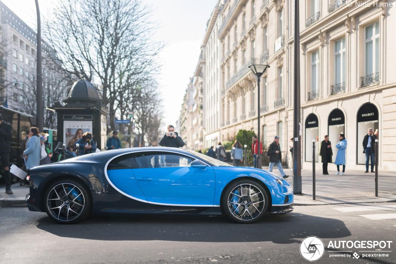 Bugatti Chiron Sport khoe vẻ đẹp trên đường phố của thủ đô nước Pháp