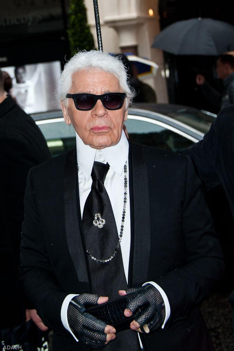 Nhà thiết kế karl Lagerfeld vừa qua đời ở tuổi 85