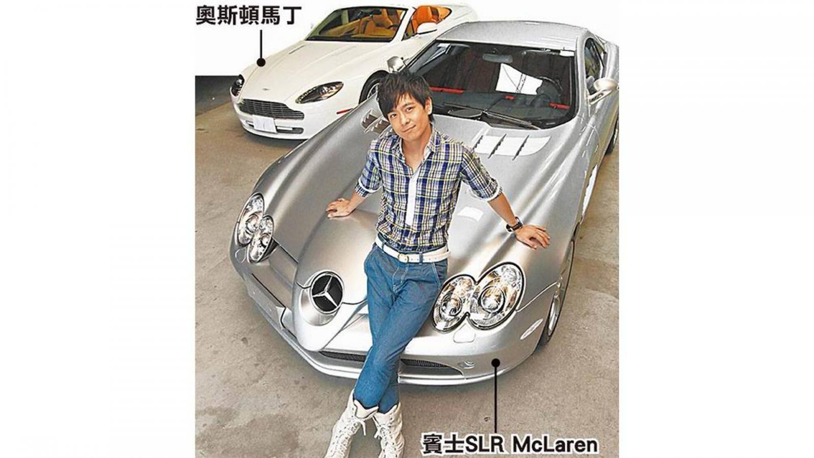 Lâm Chí Dĩnh cùng siêu xe Mercedes-Benz SLR McLaren và phía xa là Aston Martin mui trần