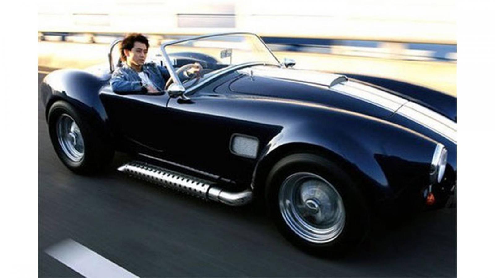 Lâm Chí Dĩnh cùng với Shelby Cobra