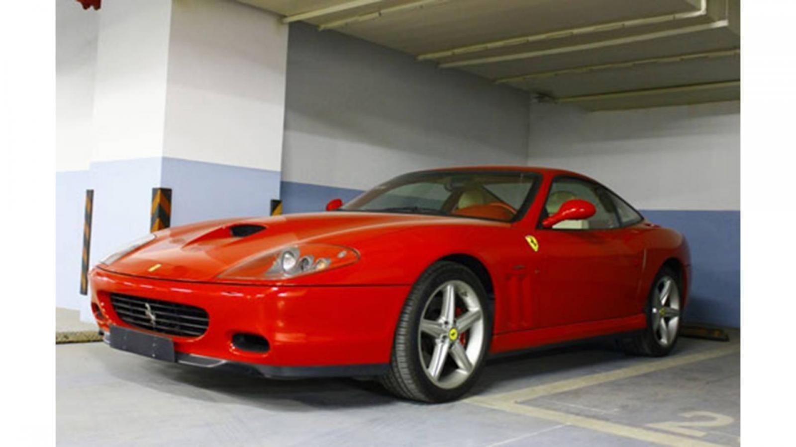 Ferrari 575 màu đỏ là 1 trong những ngựa chồm có mặt trong garage của Lâm Chí Dĩnh