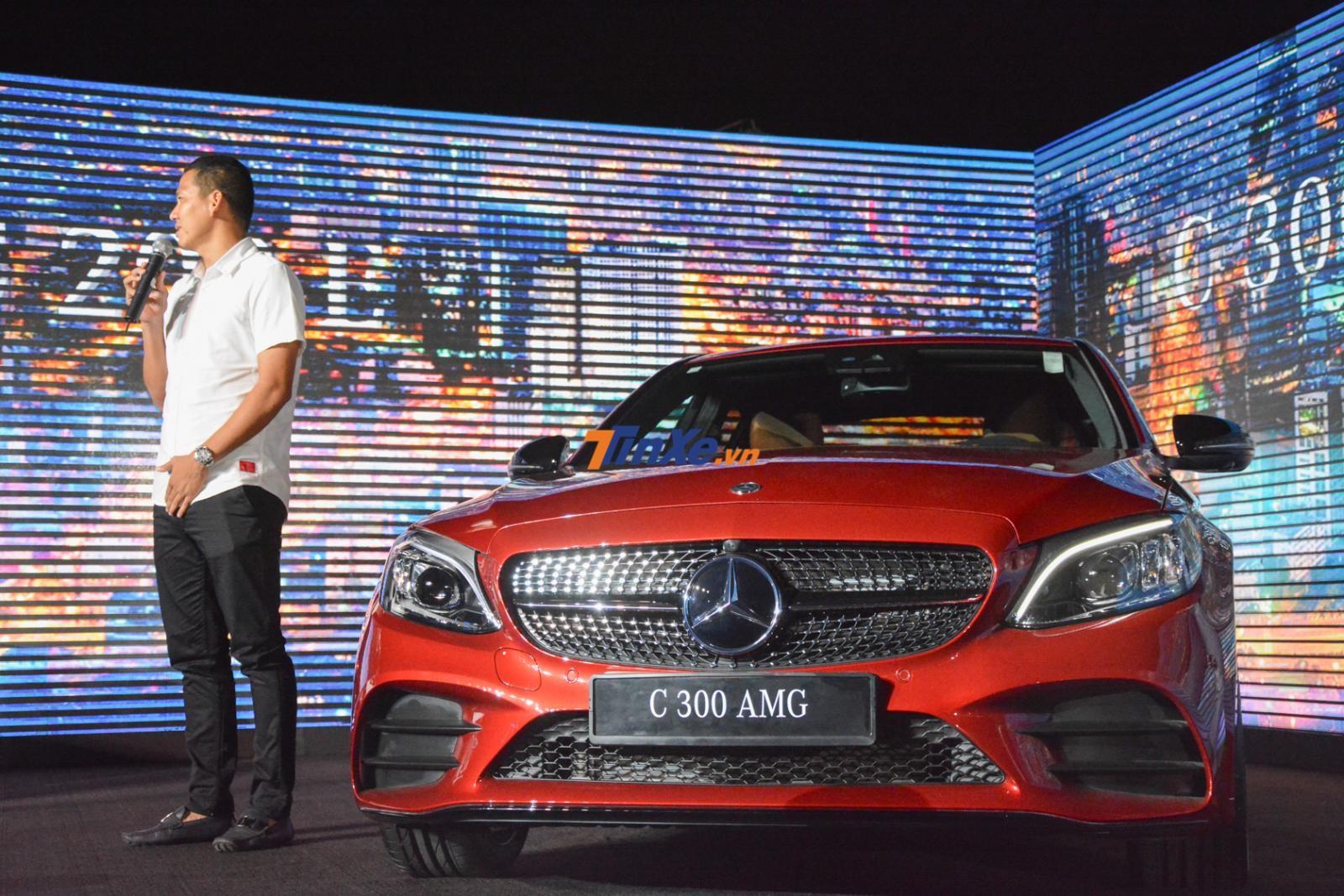 Mercedes-Benz C300 AMG 2019 sử dụng động cơ máy xăng 4 xi-lanh, dung tích 2.0 lít tích hợp thêm hệ thống EQ Boost