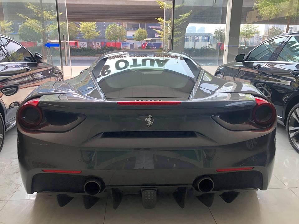 Sau 3 lần đổi chủ, siêu xe Ferrari 488 GTB màu xám này tiếp tục tìm người mua mới