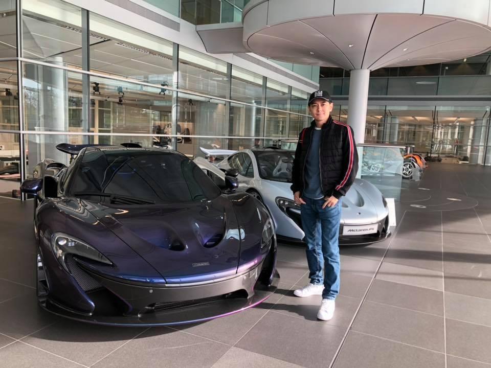 âm Chí Dĩnh chụp cùng 2 chiếc McLaren P1