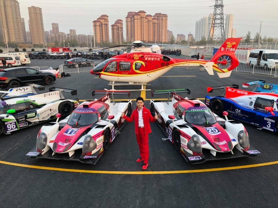 Lâm Chí Dĩnh cùng các xe đua