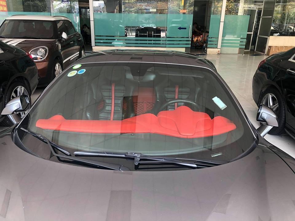 Chính vì mang biển số CV nên mức giá rao bán của siêu xe Ferrari 488 GTB này tương đương với giá bán của chiếc xe siêu sang Mercedes-Maybach S450 4Matic