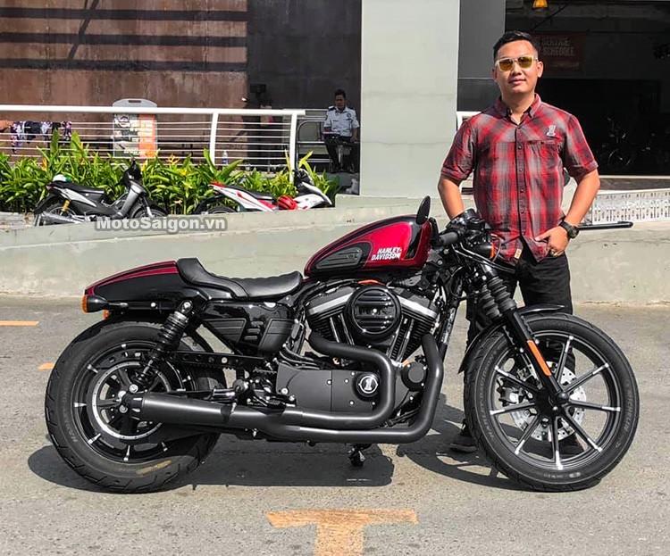 Anh Thịnh - Quảng lý bán hàng Harley-Davidson SaiGon đích thân bàn giao tận nhà chiếc 883 cho Minh Nhựa