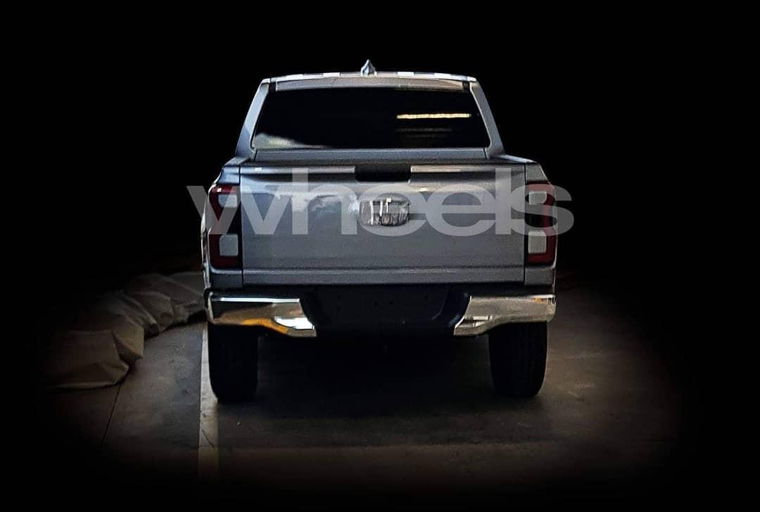 Ford Ranger 2021 nhìn từ phía sau