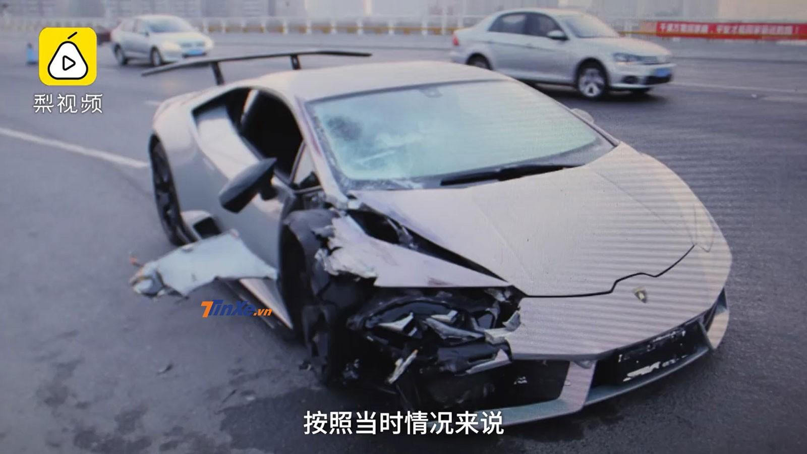 Chiếc siêu xe Lamborghini Huracan bị vỡ một bên đầu xe