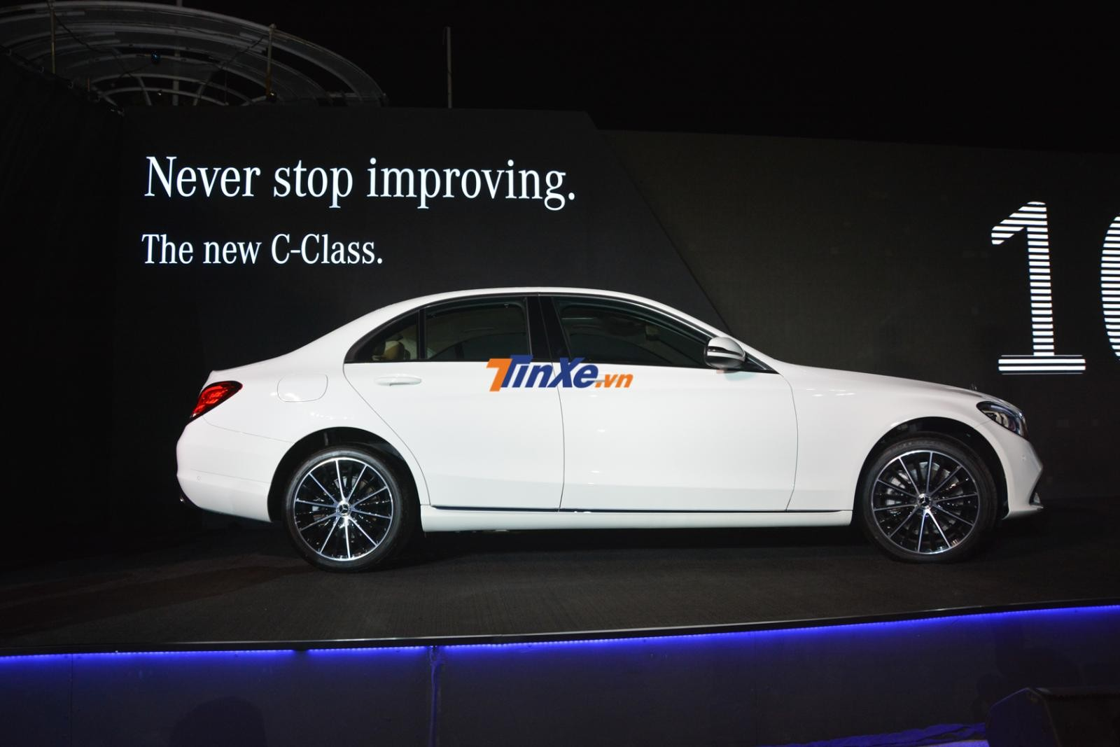 Mercedes-Benz C200 Exclusive 2019 của Ngô Kiến Huy mua có ngoại thất sơn màu trắng Polar