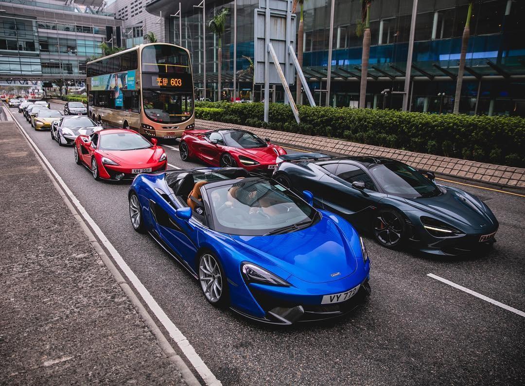 Đoàn dài xe McLaren của các đại gia Hồng Kông rồng rắn trên đường phố