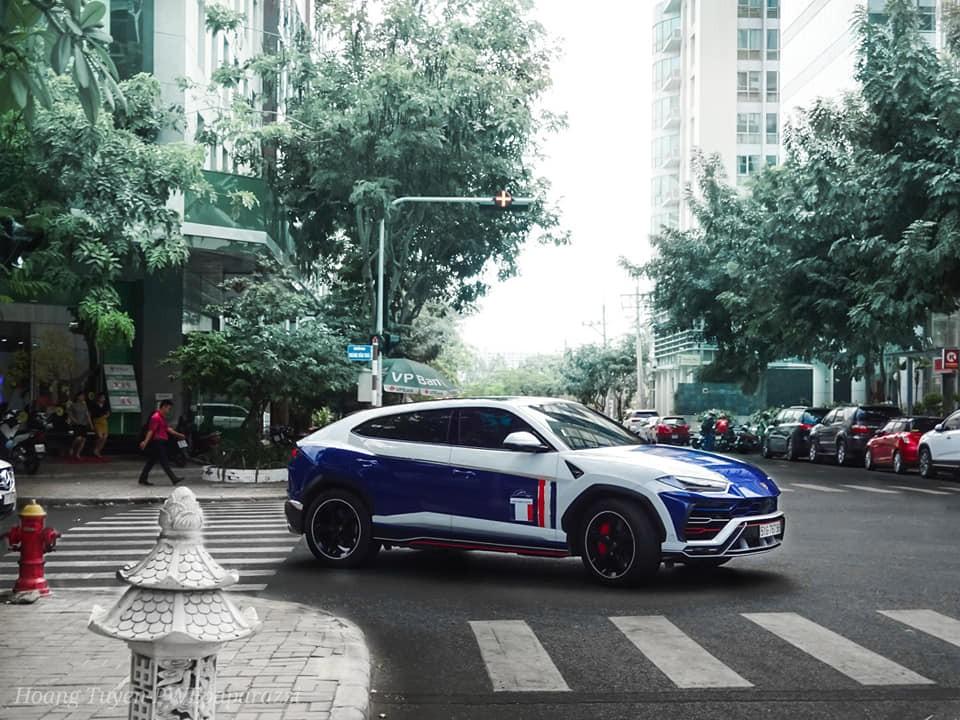 Tuy nhiên, sau Tết Kỷ Hợi 2019, Nhật Minh đã lột áo màu crôm của Lamborghini Urus để dán đề-can màu mới