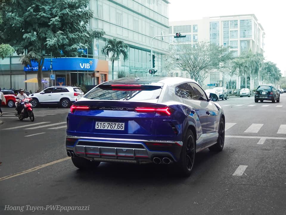 Toàn bộ đuôi xe dán lại màu xanh dương