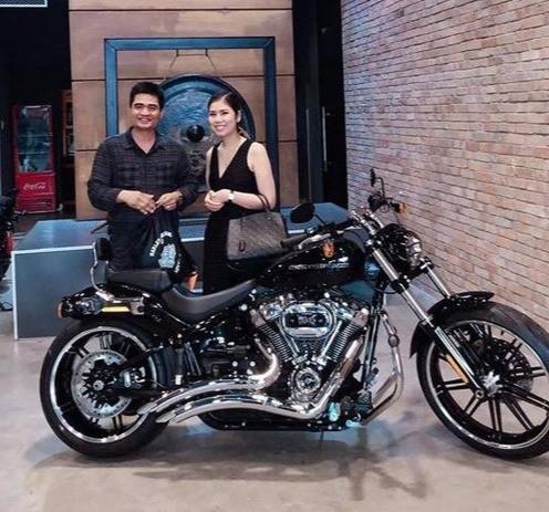 Harley-Davidson Hà Nội bàn giao xe cho chị Lanh