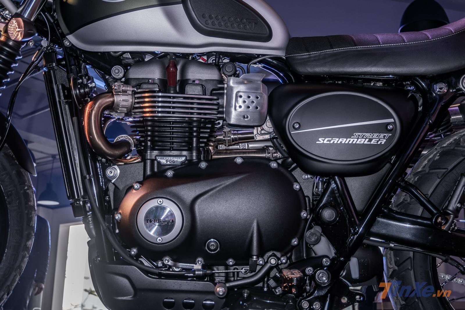 Triumph Street Scrambler 2019sở hữu khối động cơ2 máy đứng (Twin Engine Bonneville 900cc) thế hệ mới nhất ,tăng thêm 18% công suất – tương đương với 10 mã lực. Điều này có nghĩa là, cả hai mẫu xe đều có khả năng sản sinh công suất tối đa 64 mã lực tại vòng tua 7.500 vòng/phút và mô-men xoắn cực đại đạt 80 Nm tại vòng tua 3.500 vòng/phút.