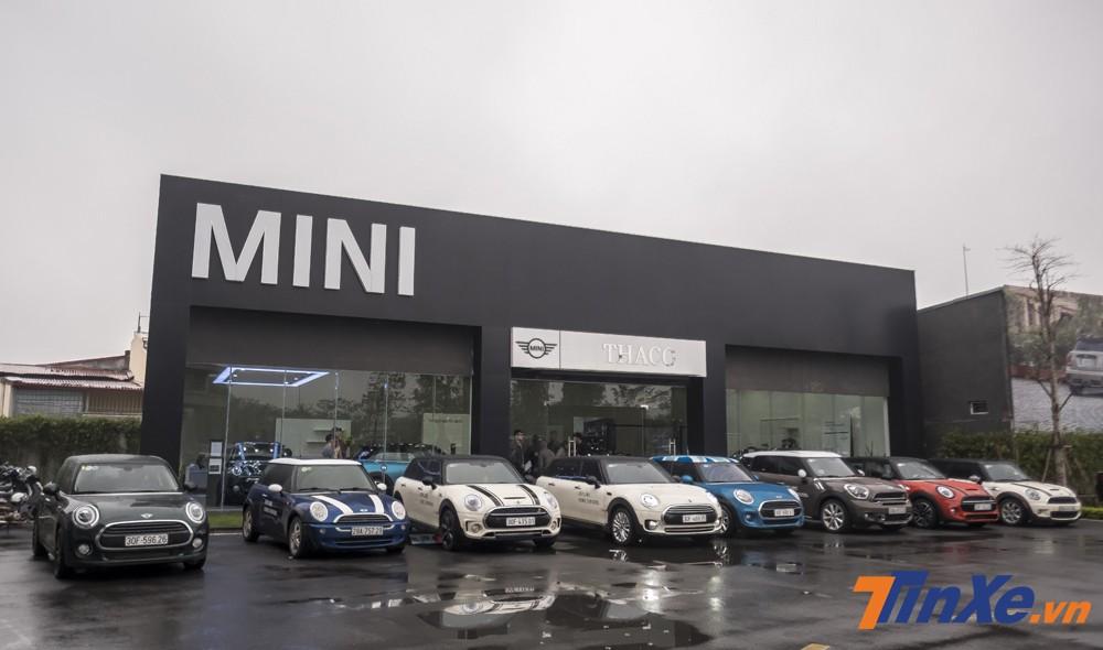 Dàn xe MINI với nhiều chủng loại đã cùng nhau góp mặt trong chuyến đi du xuân đầu năm.