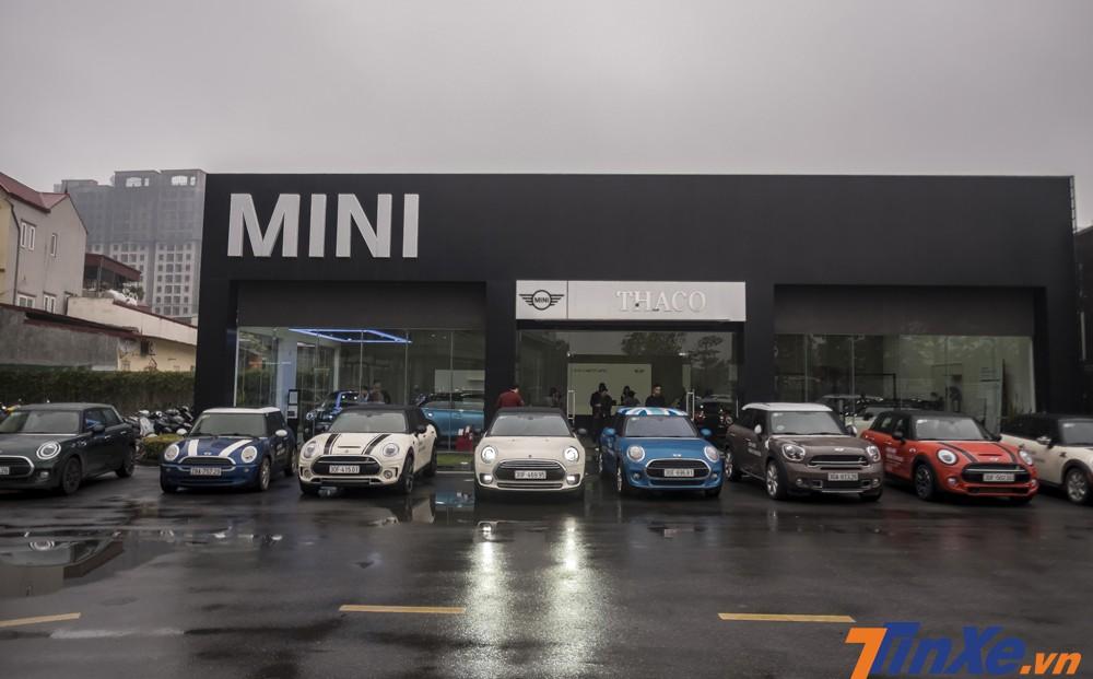 Dàn xe MINI tập trung tại đại lý MINI Long Biên.