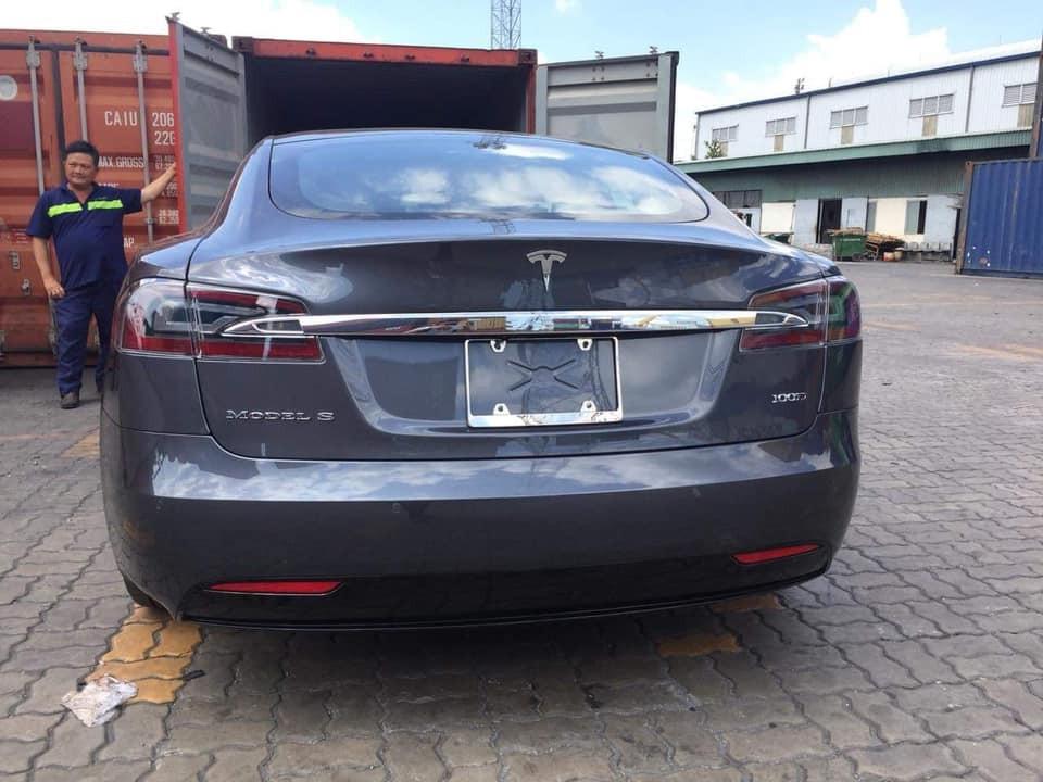 Nhưng lại là chiếc Tesla Model S phiên bản 100D đầu tiên tại dải đất hình chữ S