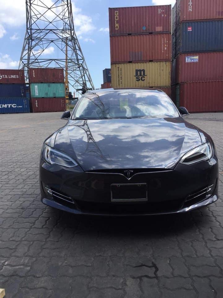 Sedan nhanh nhất thế giới Tesla Model S 100D đầu tiên cập bến Việt Nam